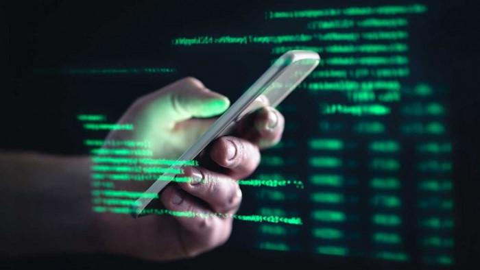 SMS truffa: signora vede sparire 19 mila euro con un click
