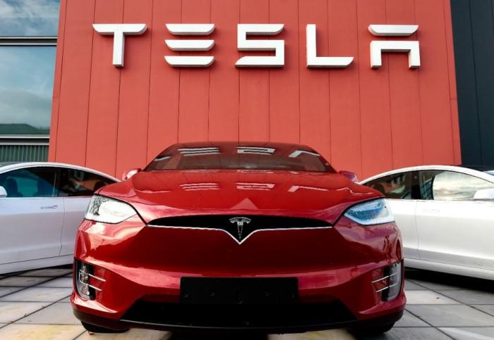 Tesla bloccata in Cina: il governo teme spionaggio