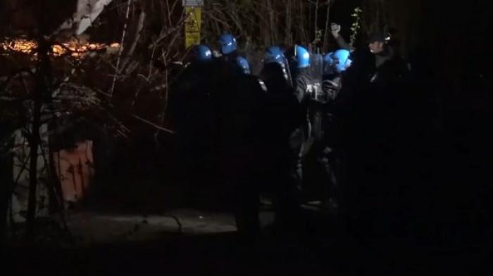 Attivista No Tav ferita dalla polizia, colpita forse da un lacrimogeno sparato ad altezza d'uomo. Il video