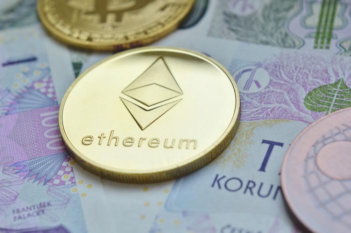 Prezzo Ethereum ai massimi storici: trend mensile migliore di Bitcoin