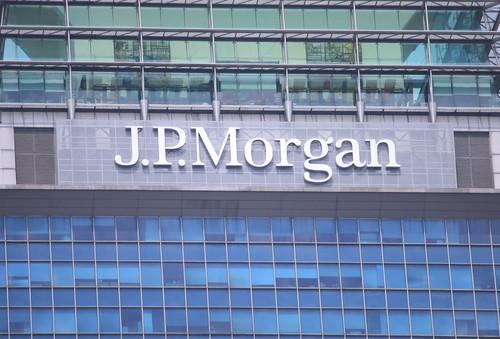 Trimestrale JP Morgan: utili oltre le previsioni, come investire adesso?