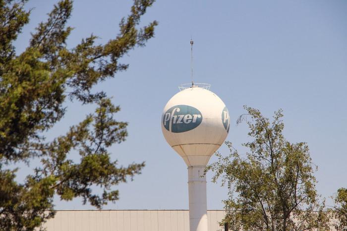 Azioni Pfizer: comprare per cavalcare up target su vendite vaccino Covid19?