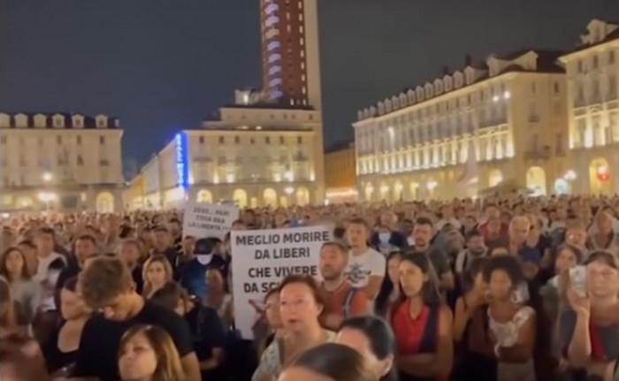 Dopo le migliaia di persone scese in piazza a Torino, contro il Green Pass oggi altre 30 città italiane