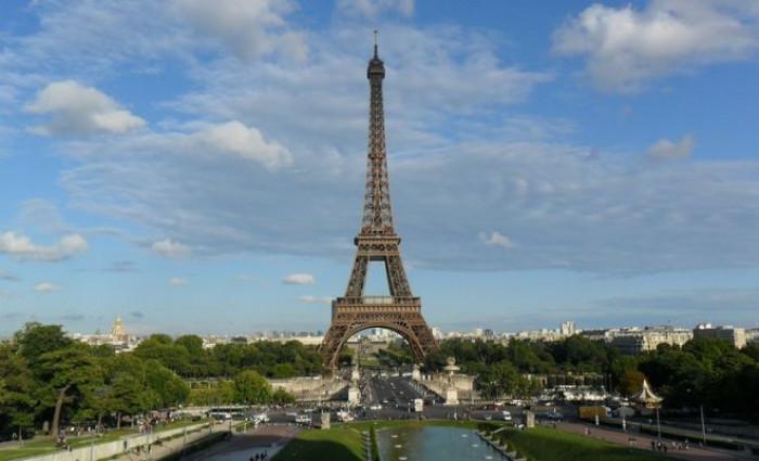 La Francia pronta a vietare l'accesso a mezzi e locali pubblici a chi non ha il pass verde