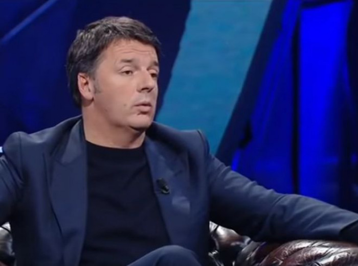 Renzi chiede l'abolizione del Reddito di Cittadinanza e a Napoli lo definisce: