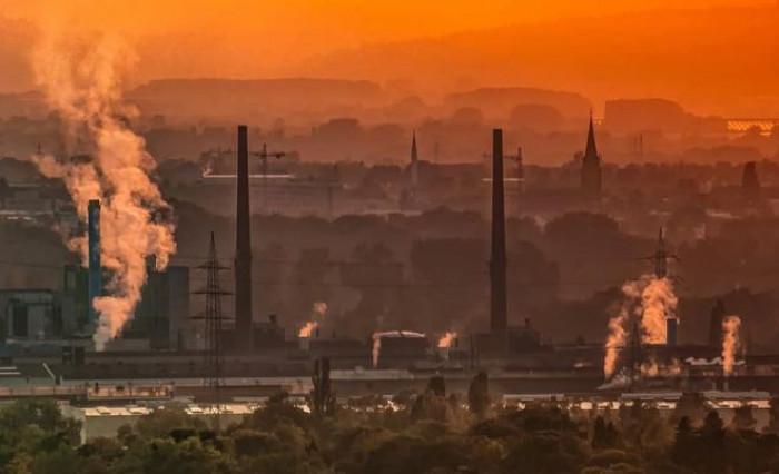 Il prezzo del carbonio crescerà del 40% entro i prossimi 3 anni: le previsioni di Berenberg