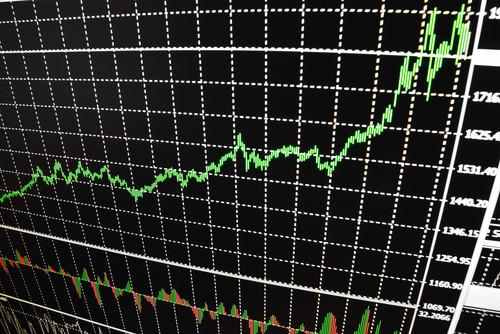 Azioni da comprare in ottica investimento: questi 10 titoli possono fare +40% in un anno